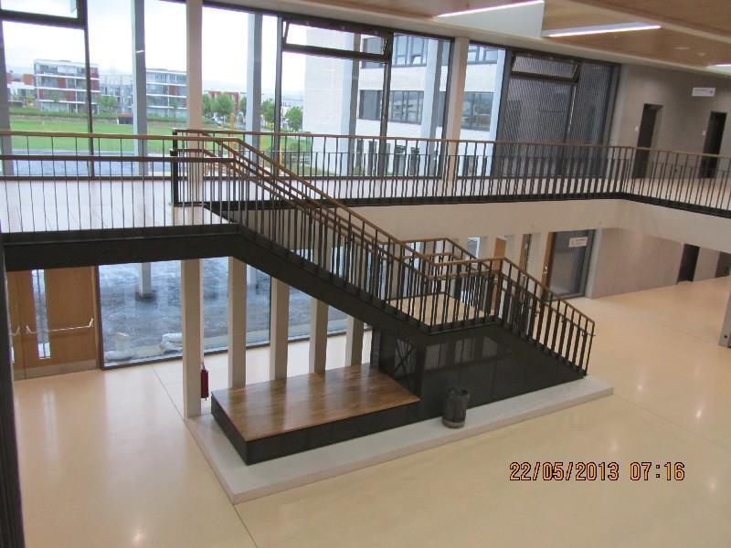 Riedberg_Gymnasium_Eingangsbereich.JPG