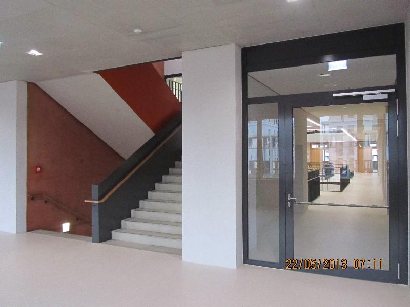 Riedberg_Gymnasium_Treppe.JPG